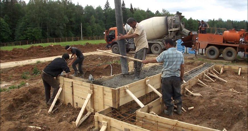 Заливка бетона под фундамент