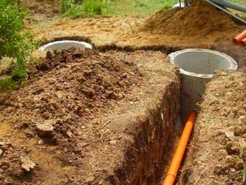 Рытье траншей под канализацию