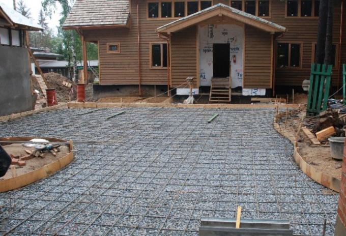 бетонирование двора частного дома цена
