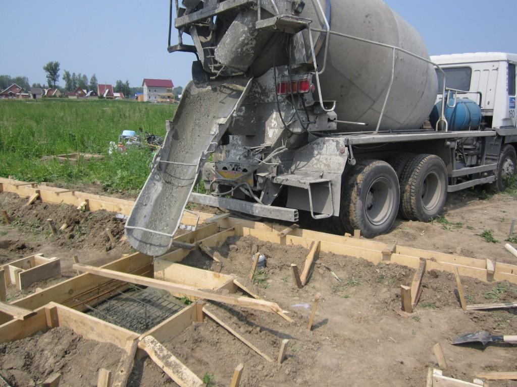 Просмотр ролика как заливают бетон с бетономешательная машина еще