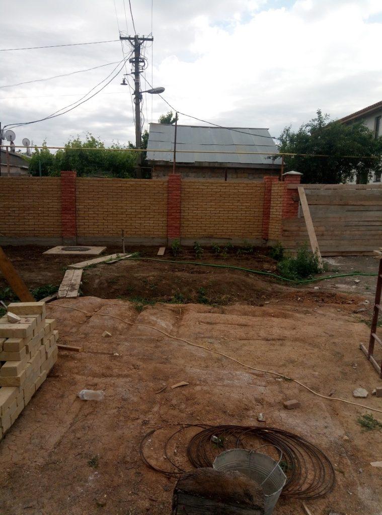 Забор из кирпича Скала Одесса
