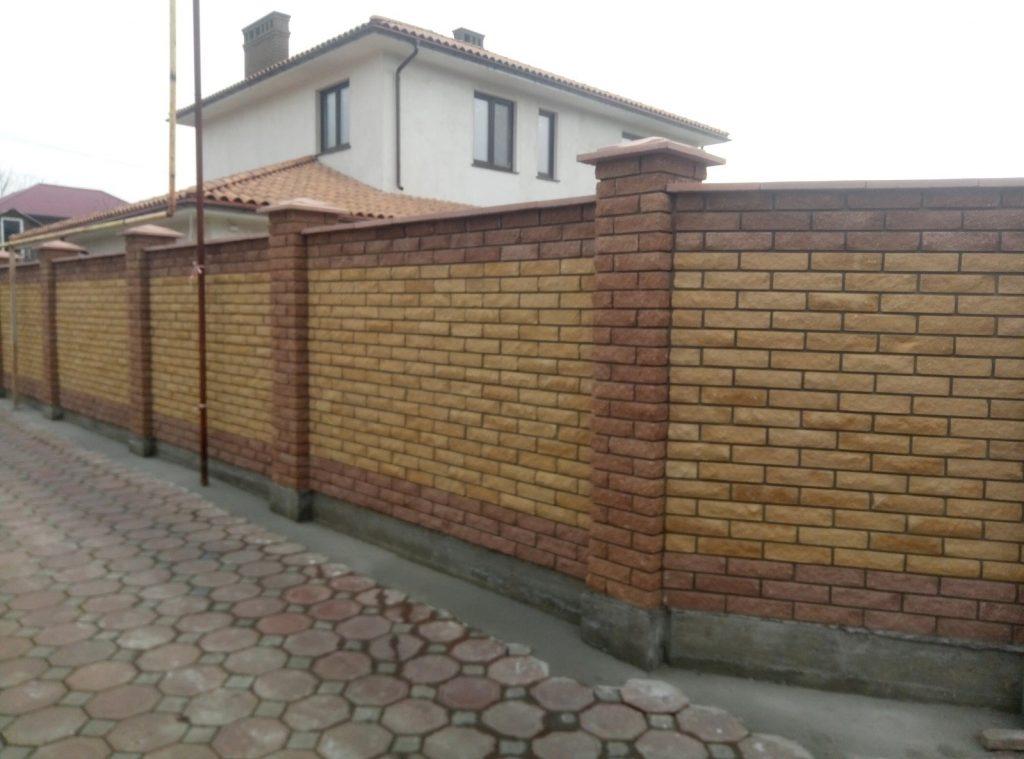 Забор из облицовочного кирпича в Одессе