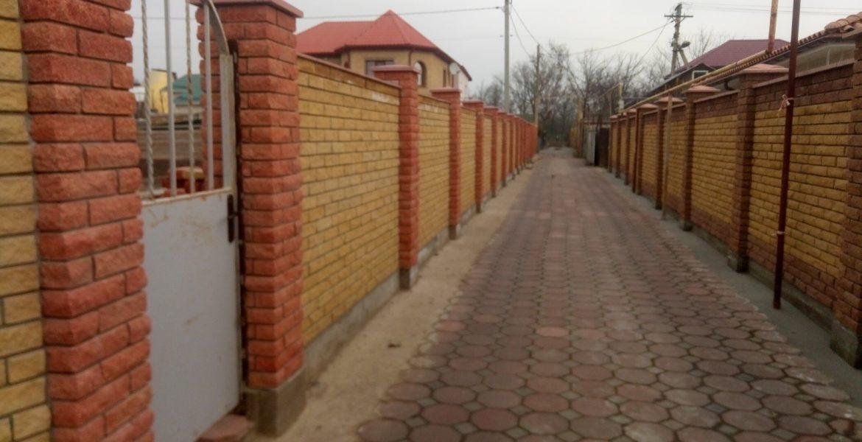 Забор из облицовочного кирпича Скала заказать