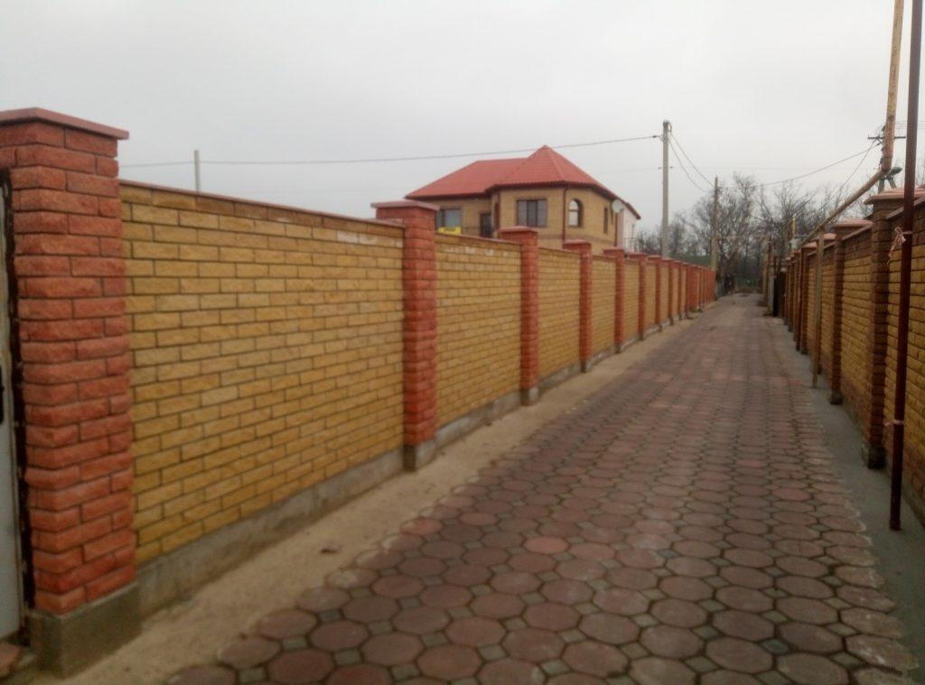 Забор из облицовочного кирпича Скала заказать в Одессе