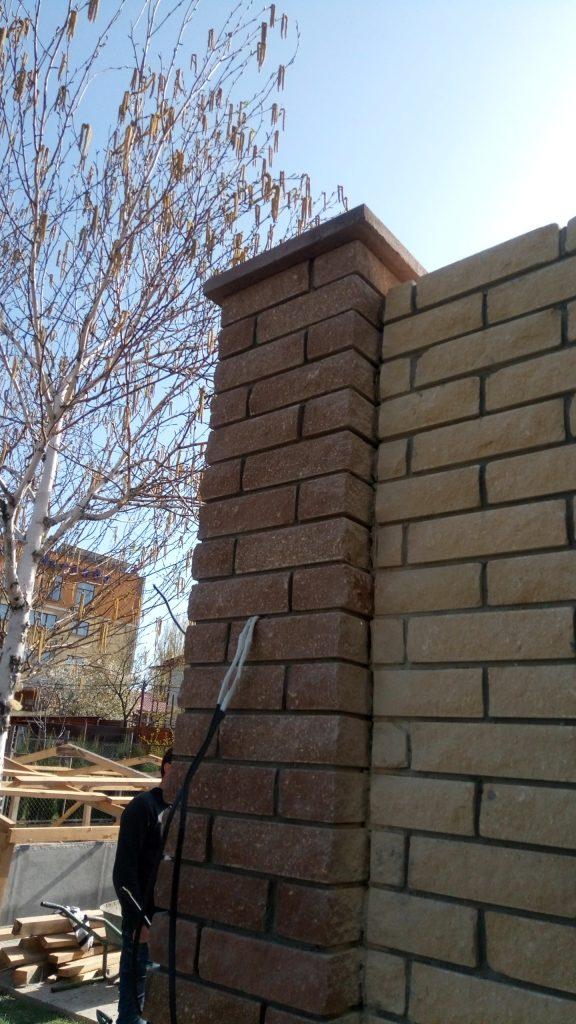 Строительство забора из кирпича Скала - колонна